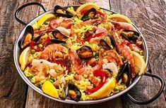 La vraie paëlla, recette espagnole You are in the right place about salmon recipes broiled Here we o Seafood Paella, Seafood Dishes, Seafood Recipes, Penne Pasta Salads, Pasta Carbonara, Traditional Spanish Paella Recipe, Smoked Salmon Recipes, Simply Recipes, Rice Dishes