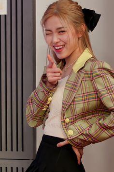 Twitter Kpop Girl Groups, Korean Girl Groups, Kpop Girls, Kpop Outfits, Fashion Outfits, Chuncheon, Girl Crushes, K Pop, South Korean Girls
