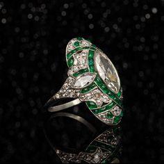 Art Deco Emerald Ring, Art Deco Ring, Art Deco Jewelry, Jewelry Ideas, Gold Jewelry, Jewlery, Antique Engagement Rings, Antique Rings, Antique Jewelry