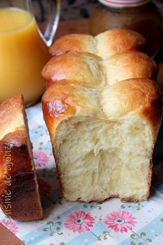 Recipe for brioche nanterre Preparation time: 20 minutes Cooking time: 25 minutes Ingredients for 2 brioches – 500 gr of oatmeal – 60 gr of caster sugar – 9 gr of fine salt – 6 eggs – 20 gr of yeast fresh baker cube) – 240 gr of butter at room temperature Brioche Bread, Brioche French Toast, Cooking Bread, Cooking Chef, Cooking Time, Bread Recipes, Baking Recipes, Cake Recipes, Gastronomia