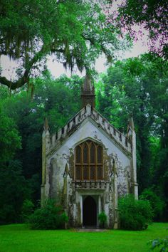 Church in Natchez, Mississippi per previous pinner. (Emme says - from Natchez and I don't know where this is & would love to find more info)