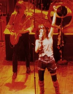 Patti Smith on stage at CBGB club, was at many shows there to see Patti in the Music Icon, Her Music, Music Is Life, Patti Smith Robert Mapplethorpe, Just Kids, Britt Ekland, Downtown New York, Punk Art, Bruce Springsteen