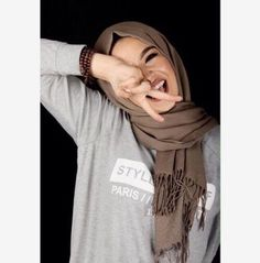 Discovered by Queen. Find images and videos about hijab on We Heart It - the app to get lost in what you love. Beau Hijab, Hijab A Enfiler, Hijab Makeup, Hijab Chic, Hijab Outfit, Hijab Dpz, Turban Hijab, Hijab Bride, Wedding Hijab