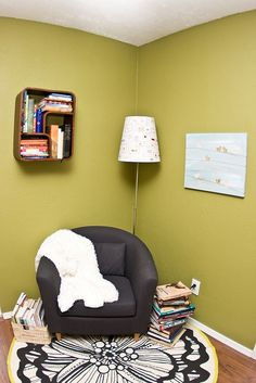 love the pale green walls and black furniture.
