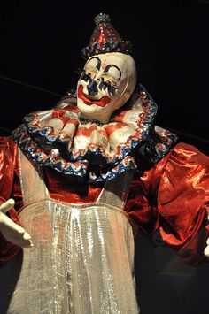 Blinko the Clown statue at the Ringling Brothers Circus Museum Le Clown, Circus Clown, Creepy Clown, Circus Theme, Clown Pics, Clown Statue, Ringling Brothers Circus, Circus Acts, Natural Hair Art
