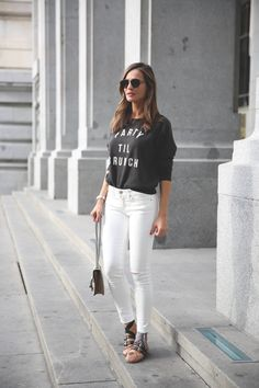 white skinny jeans+sweatshirt with text+ballerinas+shoulder bag. Ballerinas Outfit, Ballet Flats Outfit, Miu Miu Ballet Flats, Outfits 2016, Summer Outfits, Cute Outfits, Blonde Fashion, Women's Fashion, Weekend Dresses