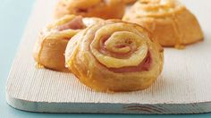 These 5-ingredient roll-ups are a great new way to enjoy ham and Swiss cheese sandwiches. Rolled up in crescent dough and finished with a drizzle of honey, these will quickly become a favorite. We think they even could pass for breakfast!