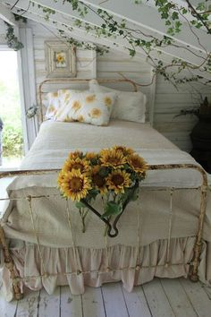 romantic fairytale cottage bedroom / ivy & sunflowers / home decor decorating ideas Cozy Bedroom, Dream Bedroom, Bedroom Decor, Garden Bedroom, Trendy Bedroom, Bedroom Ideas, My New Room, My Room, Sunflower Room