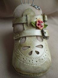 pincushions out of baby shoes
