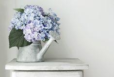 粘土を使って、お花のパーツを作ってみませんか?ひとまとめにして花束にしたり、チェーンと繋いでアクセサリーにしたりと、クオリティの高いアレンジを楽しむことができるんです。ギフトにもぴったりですよ♡