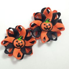 New to CupcakesClipShop on Etsy: Black & Orange Pumpkin Small Hair Bow Set - Handmade - Halloween Small Loopy Hair Bow Set - inch Hair Bow Set - Jack O& Lanterns USD) Ribbon Hair Bows, Diy Hair Bows, Diy Bow, Bow Hair Clips, Hair Ties, Holiday Hair Bows, Halloween Hair Bows, Halloween Kostüm, Thanksgiving Hair Bows