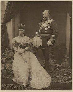 However, in 1896, Alex sat for a formal portrait photo wearing the Rundelle Tiara without it's interlocking ribbons and showing just the larger floral motifs.