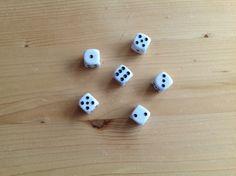 Hoeveel sommen kun je in 1 minuut maken met deze dobbelstenen, je hebt 2 min om je sommen te beantwoorden. Of totaal 3 min :)