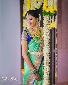 Offbeat Kanjeevaram Sarees For Gorgeous South Indian Brides! - - Bookmark These Offbeat Kanjeevaram Sarees For A Stunning And Glamorous Bridal Look. For more such information, stay tuned with shaadiwish. South Indian Wedding Hairstyles, Indian Wedding Wear, Indian Wedding Photos, Saree Wedding, Punjabi Wedding, Boho Wedding, Wedding Reception, Dream Wedding, South Indian Bride Jewellery