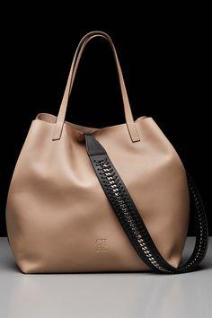 Carolina Herrera Clothing, Shoes & Jewelry : Women : Handbags & Wallets : http://amzn.to/2jBKNH8