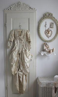 Vintage and shabby Shabby Chic Mode, Estilo Shabby Chic, Shabby Chic Cottage, Shabby Chic Style, Romantic Cottage, Romantic Homes, Cottage Style, Shabby Vintage, Looks Vintage