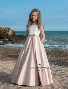 High quality hand-made dresses for girls for whole spectrum of special ocasions: flower girl dresses, first communion dresses, birthday party dresses.