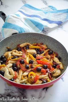 Chicken strips with peppers and black olives - The Recipes of Simo and Cicci Soup Recipes, Dinner Recipes, Cooking Recipes, Healthy Recipes, Pollo Chicken, Good Food, Yummy Food, Chicken Wing Recipes, Mediterranean Recipes