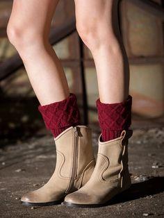 Knitted Short Ruffled Plain Ankle Sock – linenlooks chunky knit socks,knit socks pattern free, crazy socks diy,how to crochet socks Lace Boot Cuffs, Knitted Boot Cuffs, Knit Boots, Boot Socks, Ankle Socks, Knee Socks Outfits, Soft Legs, Crazy Socks, Breien