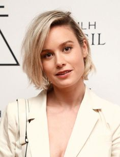 Brie Larson Just Chopped Off All of Her Hair, Diy Abschnitt, Best Short Haircuts, New Haircuts, Short Hairstyles For Women, Short Hair Cuts For Women, Brie Larson, Bobs For Thin Hair, Short Hair With Layers, Her Hair, Curly Hair Styles