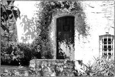 Le Castellet Une vieille porte du village du Castellet !