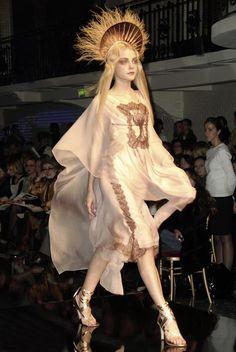 Jessica Stam at Jean Paul Gaultier Haute Couture Spring Summer 2007 Style Couture, Couture Mode, Couture Fashion, Fashion Art, Runway Fashion, High Fashion, Fashion Show, Womens Fashion, Fashion Design