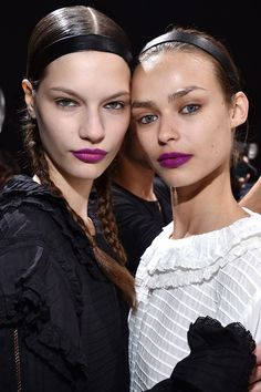 The biggest makeup trends for fall 2017 straight from the runways. Purple Lipstick Makeup, Girls Lipstick, Pink Lips, Makeup Trends 2017, Beauty Trends, Hair Trends, Beauty Hacks, Winter Trends, Big Hair