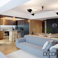 Assinado pelo escritório Rosu-Ciocodeica, o projeto do Apartment M reproduz, nos interiores, o estilo de vida dos moradores, com espaços integrados, mas que garantem privacidade.