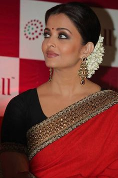 Aishwarya Rai Bachchan was in Chennai to launch LifeCell's public stem cell bank. Ash has been the goodwill ambassador of LifeCell since October last. Beautiful Celebrities, Most Beautiful Women, Life Cell, Indian Goddess, Simple Sarees, Aishwarya Rai Bachchan, Red Saree, Stem Cells, Bollywood Celebrities