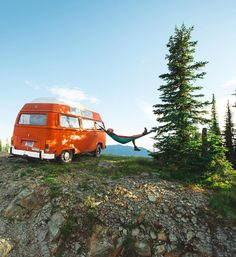 RV And Camping. Ideas To Help You Plan A Camping Adventure To Remember. Camping can be amazing. You can learn a lot about yourself when you camp, and it allows you to appreciate nature more. There are cheerful camp fires and hi Volkswagen Transporter, Volkswagen Bus, T3 Vw, Vw Camping, Camping Life, Glamping, Vw Caravan, Vw Beach, Combi Vw