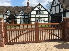Modern and Natural Wood Gates Driveway Design - Driveway Fence, Driveway Design, Wooden Driveway Gates, Timber Gates, Wooden Gates, Front Path, House Paint Exterior, Entrance Gates, Gate Design
