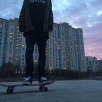 Image about photography in Grunge by The blue sailor ☯ Mode Emo, Grunge Photography, Urban Photography, White Photography, Newborn Photography, Photography Poses, Skater Boys, Skate Style, Jolie Photo