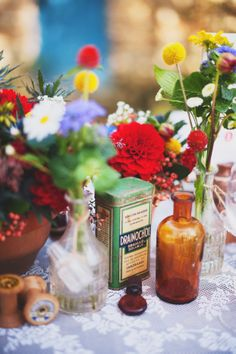 © Marion H Photography - Shooting inspiration - Wedding rustic red, blue, yellow - Barefoot Bride