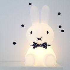 Relooking de la lampe Miffy !  http://lapingris.fr/veilleuses/203-veilleuse-miffy-s.html