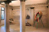 La tomba di famiglia del Castello Cavour. Qui è sepolto Camillo Cavour.