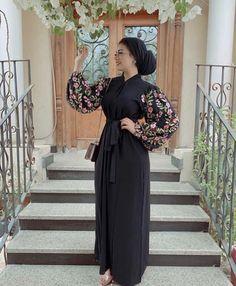 This is no other than a kaftan dress which is the blooming, glamorously, summer garment. Modern Hijab Fashion, Abaya Fashion, Muslim Fashion, African Fashion Dresses, Fashion Outfits, Indian Dresses, Mode Abaya, Shweshwe Dresses, Hijab Fashionista