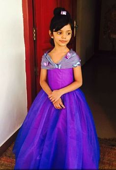 Woov I love this cute girl wearing awso me dress Kids Frocks, Frocks For Girls, Little Girl Dresses, Girls Dresses, Frock Patterns, Kids Dress Patterns, Party Outfits For Women, Kids Outfits, Kids Party Wear