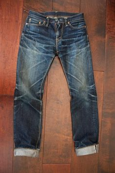 Raw denim from Japan worn & faded beautifully. #rawdenim #selvedge #selvedgedenim Don't wash your jeans! ⓀⒾⓃⒼⓈⓉⓊⒹⒾⓄⓌⓄⓇⓀⓈ