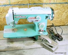 Vintage Dressmaker Model 990 Sewing Machine - Retro : Vintage sewing machine parts   Mule Wagon Sewing