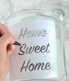 Use tracing paper to write the words home sweet home on the jar so they look picture perfect! Need a DIY housewarming gift for some new homeowners? We have one you can whip up in an afternoon that can be personalized to your recipient! Craft Gifts, Diy Gifts, Useful Gifts, Easy Handmade Gifts, Diy Playbook, Wine Gift Baskets, Ideias Diy, New Home Gifts, House Gifts