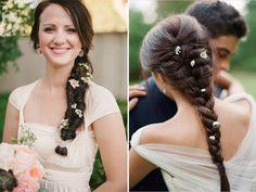 acconciature treccce da sposa | Sei idee per indossare fiori nei capelli