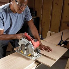 Square cut guide and straightedge guide Woodworking Jigsaw, Woodworking Hand Tools, Cool Woodworking Projects, Woodworking Workshop, Woodworking Furniture, Woodworking Shop, Woodworking Plans, Diy Projects, Circular Saw Guide Rail