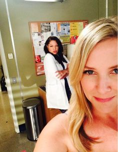 Jessica Capshaw and Sara Ramirez on set Sara Ramirez, Jessica Capshaw, Callie Torres, Arizona Robbins, Greys Anatomy Cast, Medical Drama, Gossip Girl, On Set, People Like