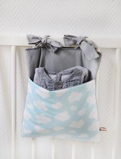 Range-pyjama/Crib Pocket 'Nuages'.   onZeDanceFlore