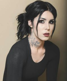 Kat Von D is beautiful, even when she looks sad...