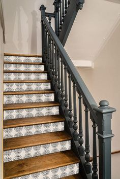 Home Remodeling Fancy Pattern Coupled With Dark Colors Tile Stairs, Basement Stairs, Casa Patio, Staircase Makeover, Refinish Staircase, Tile Decals, Moroccan Interiors, Staircase Design, Staircase Ideas