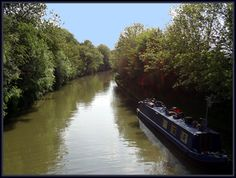 Wanna have a different experience? Have a relaxing trip with the narrowboats in  the awesome British countryside#canalboats #englishwaterways #england #riverboat