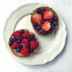 Snack time or meal time this should do the trick! Ezekiel English Muffin with Nocciolata and fresh berries. Thanks for the delicious snack inspiration @clemfoodie!
