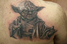 Mundo da tattoo : Mestre Yoda feito pelo Lico   mundodatattoo