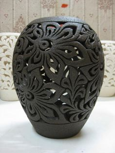 GlobeIn: Handmade Decorative Vase from Clay - black Click the image to read more! Ceramic Clay, Ceramic Painting, Ceramic Bowls, Ceramic Pottery, Pottery Art, Ceramic Lantern, Pottery Techniques, Ceramics Projects, Pottery Designs